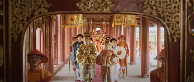 Câu chuyện thật phía sau lời hứa của Vua Bảo Đại và lá thư đánh ghen Nam Phương Hoàng hậu gửi cho Lý Lệ Hà được tái hiện trong MV mới của Hoà Minzy-6