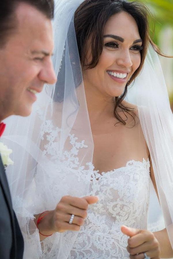 Từng gây xôn xao khi kết hôn với tỷ phú hơn 31 tuổi, nhận nhẫn cưới 2 tỷ đồng, chân dài xinh đẹp giờ đây có cuộc sống khiến nhiều người ngỡ ngàng-6
