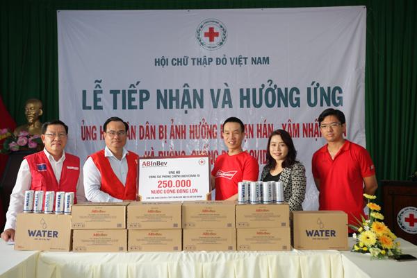 250.000 lon nước tinh khiết tặng các trung tâm cách ly-1