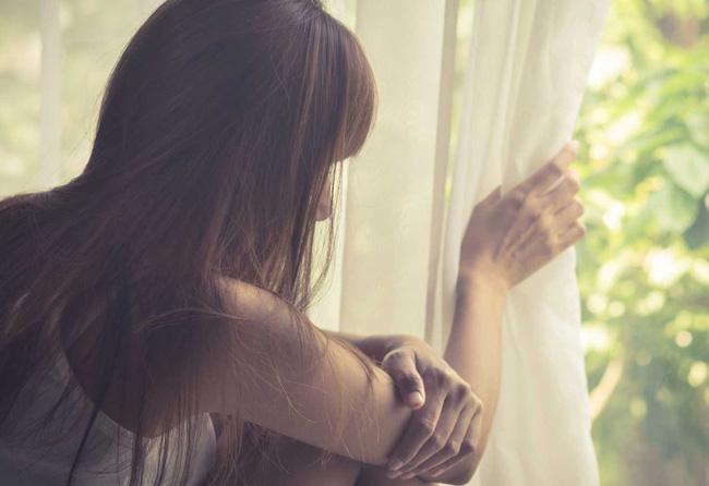 Đến thăm tôi ở cữ, nhìn phòng ngủ của mẹ con tôi, mẹ chồng ngân ngấn nước mắt rồi thu dọn quần áo xin cho tôi về lại nhà chồng-2
