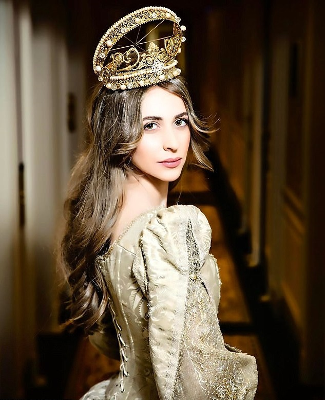3 năm sau khi gây chú ý vì chi gần 230 tỷ đồng mua váy cưới, tiểu thư nước Nga có cuộc sống với lối rẽ không ai nghĩ đến-1