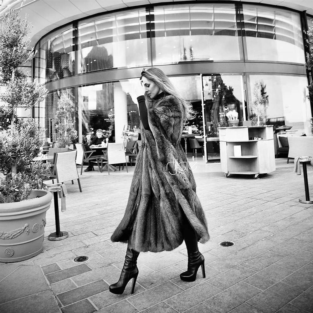 3 năm sau khi gây chú ý vì chi gần 230 tỷ đồng mua váy cưới, tiểu thư nước Nga có cuộc sống với lối rẽ không ai nghĩ đến-14