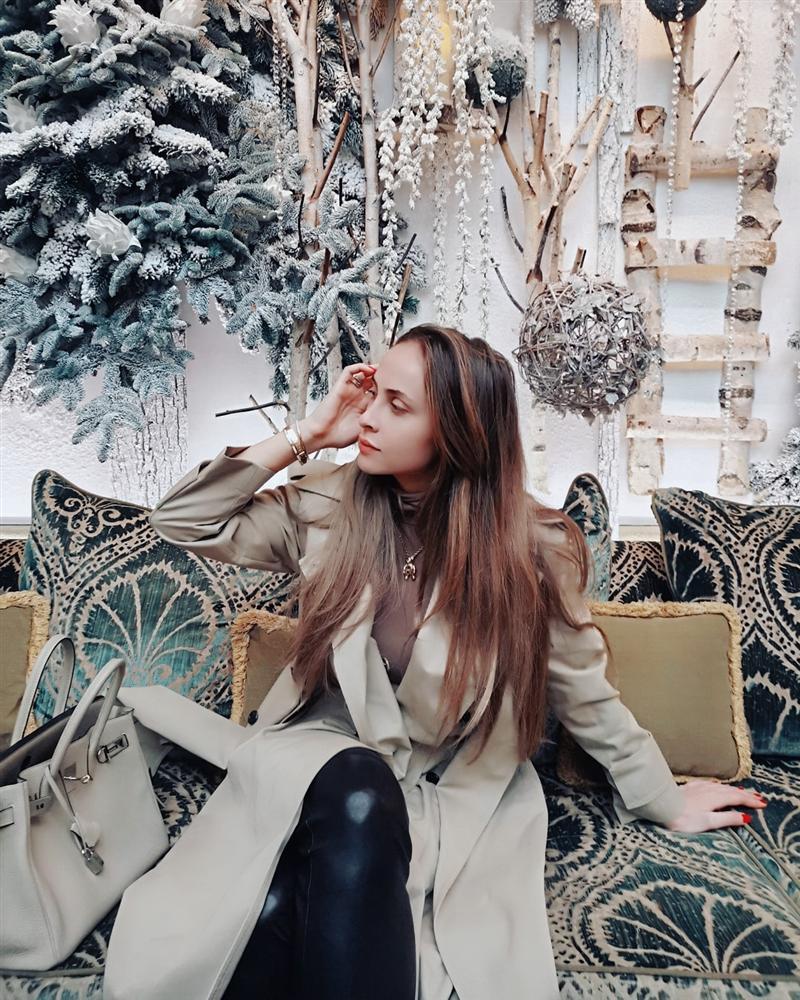 3 năm sau khi gây chú ý vì chi gần 230 tỷ đồng mua váy cưới, tiểu thư nước Nga có cuộc sống với lối rẽ không ai nghĩ đến-17
