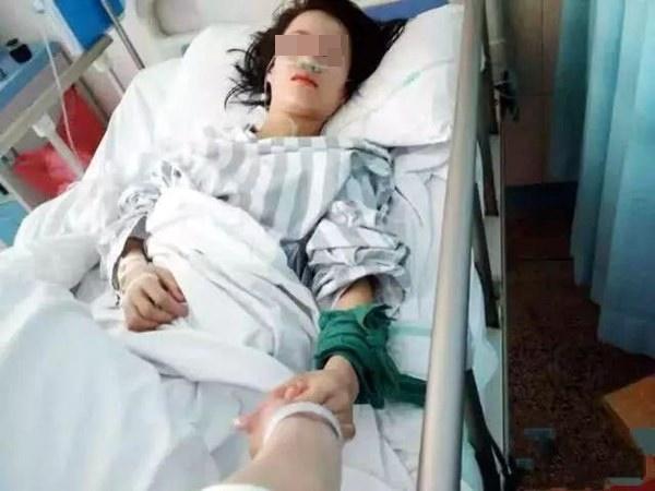 Con gái 17 tuổi qua đời đột ngột vì nhồi máu cơ tim, mẹ khóc ngất vì không ngờ hành động của mình lại vô tình gây nên hậu quả đau lòng-1