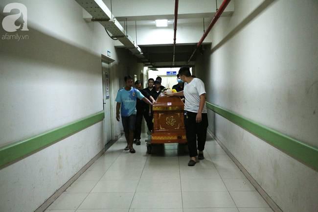 Tang thương cảnh vợ nghẹn ngào đến nhận xác chồng trong vụ sập công trình nghiêm trọng ở Đồng Nai-2