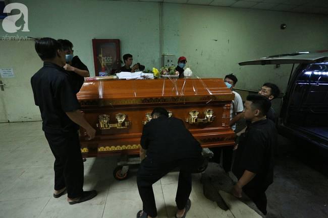Tang thương cảnh vợ nghẹn ngào đến nhận xác chồng trong vụ sập công trình nghiêm trọng ở Đồng Nai-4