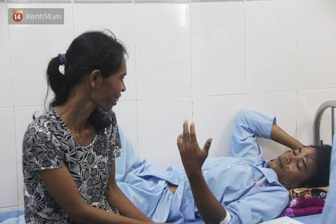 Quặn lòng cảnh vợ nhận thi thể chồng về quê chôn cất sau vụ sập tường ở Đồng Nai: Tiếng nấc nghẹn tìm chồng trong vô vọng-9