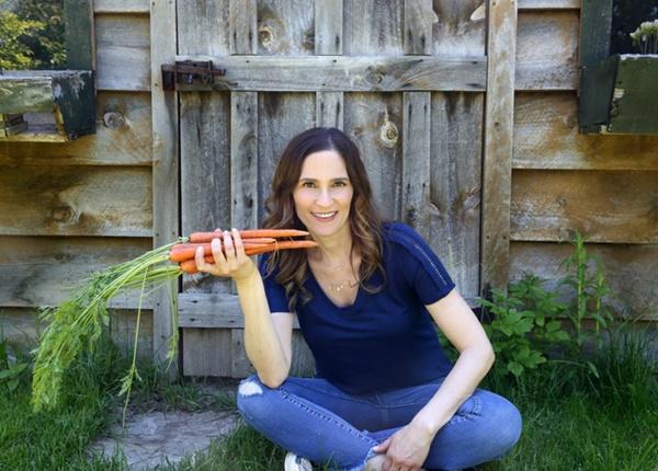 Phụ nữ siêng ăn 12 loại thực phẩm này sẽ giúp cơ thể khỏe mạnh, trẻ đẹp và đặc biệt là bảo vệ tử cung lẫn vòng 1 khỏi bệnh tật-1