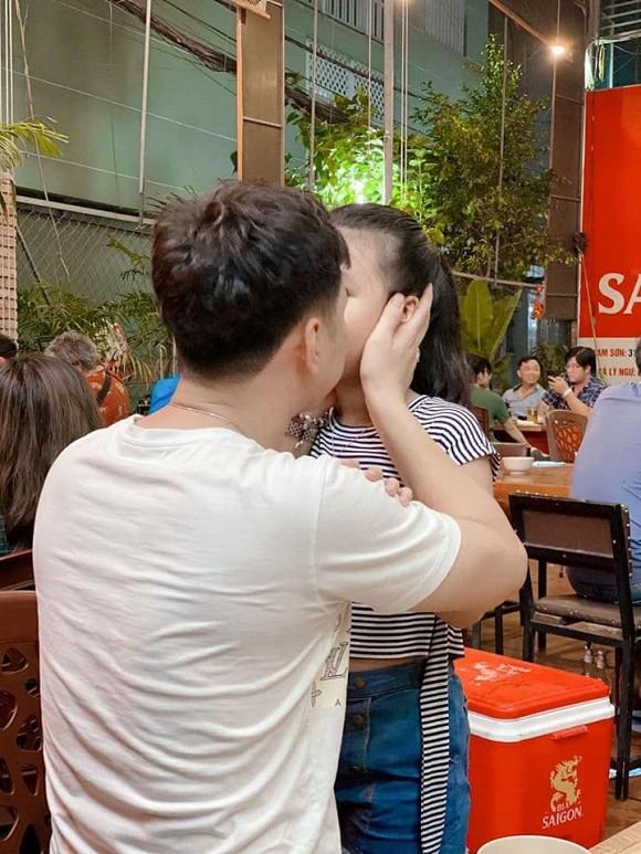 Con gái MC Thành Trung khóc òa khi gặp lại bố sau thời gian dài giãn cách do Covid-19-1