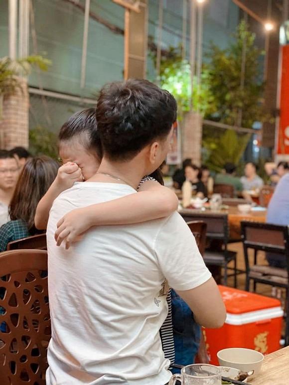 Con gái MC Thành Trung khóc òa khi gặp lại bố sau thời gian dài giãn cách do Covid-19-2