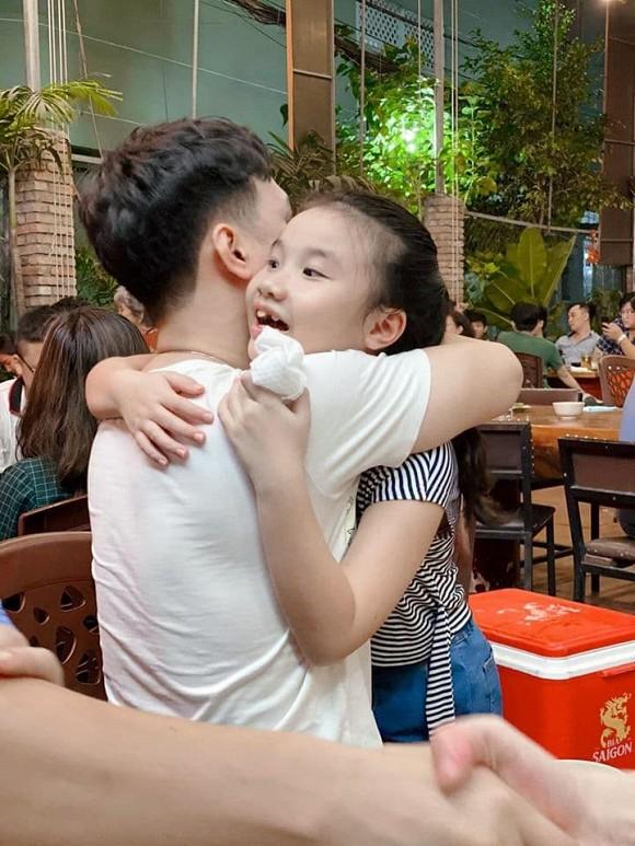 Con gái MC Thành Trung khóc òa khi gặp lại bố sau thời gian dài giãn cách do Covid-19-3