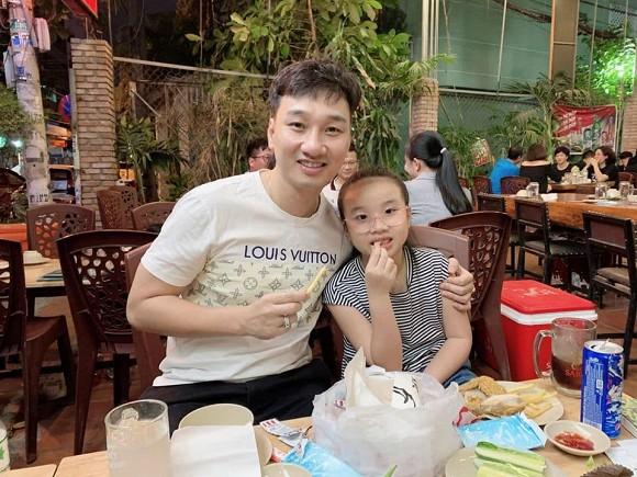 Con gái MC Thành Trung khóc òa khi gặp lại bố sau thời gian dài giãn cách do Covid-19-5