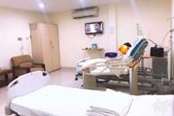 'Chồng nhà người ta' trong truyền thuyết: Con mới sinh gửi ông bà, nửa đêm vẫn chầu chực ngoài phòng đẻ xin được vào đút cháo cho vợ