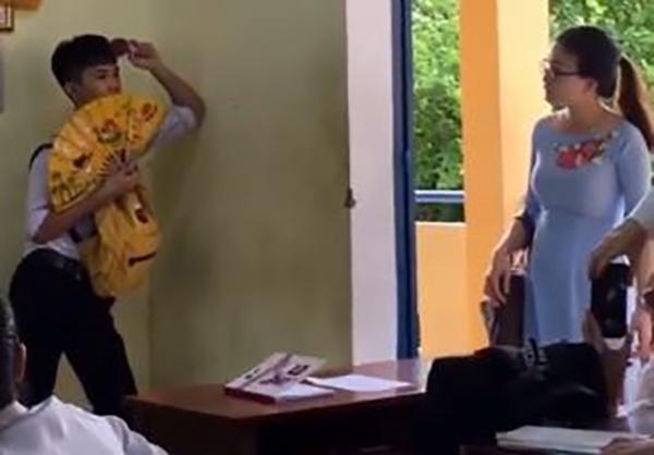 Định tàng hình trong góc lớp để trêu cô giáo, ai ngờ màn đáp trả của cô khiến nam sinh nhận ngay hậu quả-1
