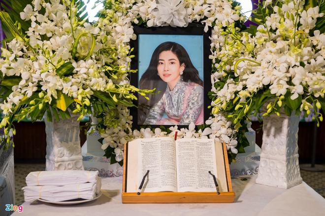 Mẹ Phùng Ngọc Huy cúng 49 ngày cho diễn viên Mai Phương-2