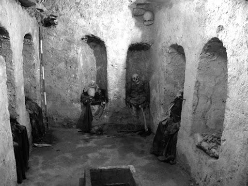 Ghế mai táng - nghi thức chôn cất kỳ lạ như thể sống chung với xác chết của người xưa, cách thức thực hiện nghe qua đã đủ sởn tóc gáy-6