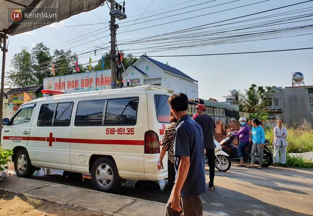 Đám tang đẫm nước mắt của nạn nhân lớn tuổi nhất vụ sập tường ở Đồng Nai: Mẹ ơi, con tìm thấy bố rồi, bố ở trong nhà xác bệnh viện-5