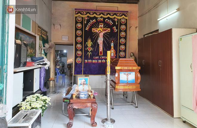 Đám tang đẫm nước mắt của nạn nhân lớn tuổi nhất vụ sập tường ở Đồng Nai: Mẹ ơi, con tìm thấy bố rồi, bố ở trong nhà xác bệnh viện-8