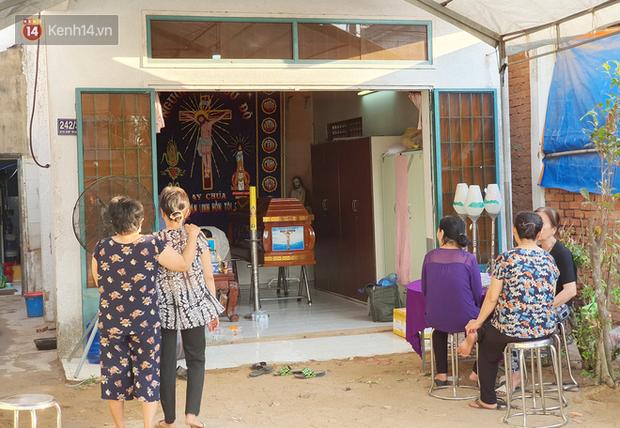 Đám tang đẫm nước mắt của nạn nhân lớn tuổi nhất vụ sập tường ở Đồng Nai: Mẹ ơi, con tìm thấy bố rồi, bố ở trong nhà xác bệnh viện-11