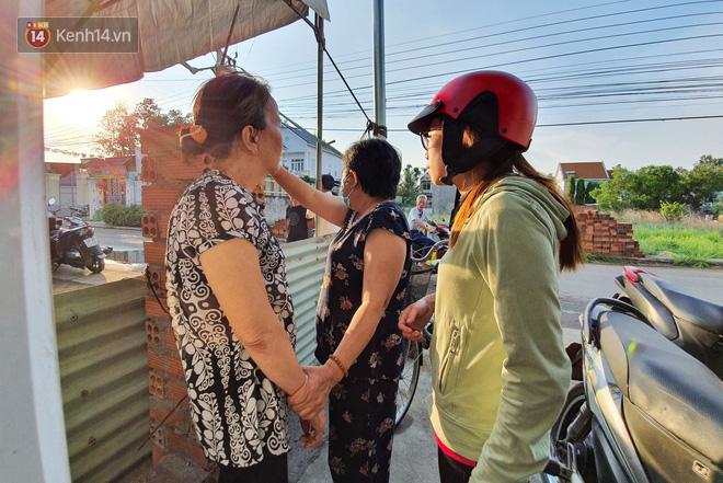Đám tang đẫm nước mắt của nạn nhân lớn tuổi nhất vụ sập tường ở Đồng Nai: Mẹ ơi, con tìm thấy bố rồi, bố ở trong nhà xác bệnh viện-12