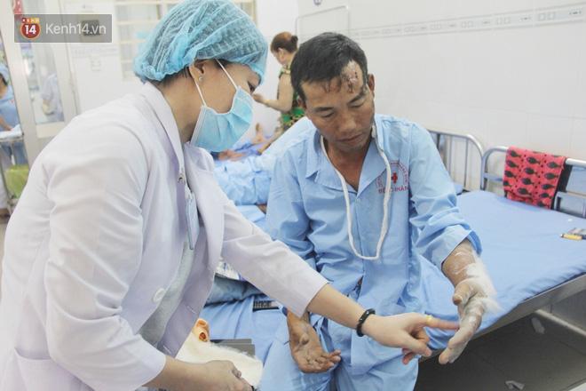 Đám tang đẫm nước mắt của nạn nhân lớn tuổi nhất vụ sập tường ở Đồng Nai: Mẹ ơi, con tìm thấy bố rồi, bố ở trong nhà xác bệnh viện-14