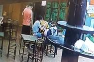 Người đàn ông bế theo con nhỏ 'thó' túi xách của khách hàng ngay trong bể bơi tại Hà Nội