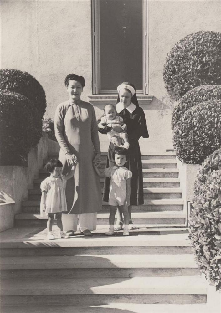 Nam Phương Hoàng Hậu: Người đàn bà phải lòng Dior nhưng phân nửa đời vẫn mực thước với Áo dài-12