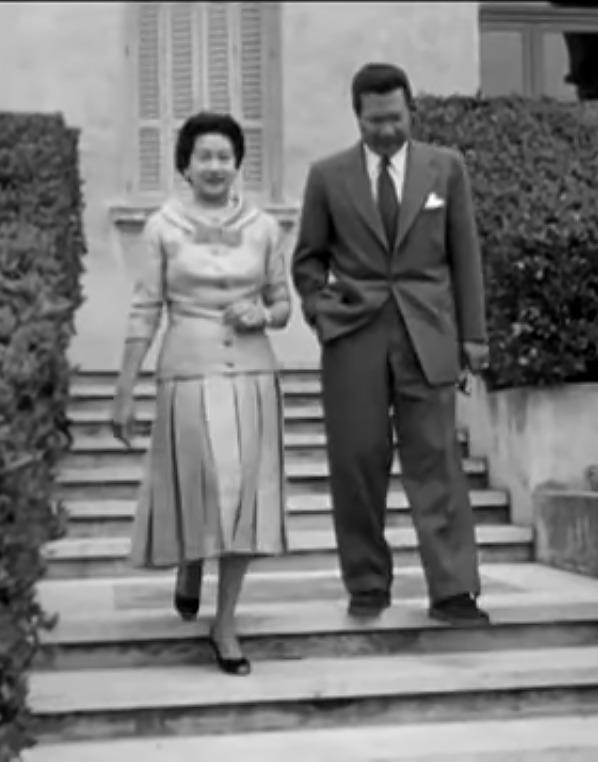 Nam Phương Hoàng Hậu: Người đàn bà phải lòng Dior nhưng phân nửa đời vẫn mực thước với Áo dài-21