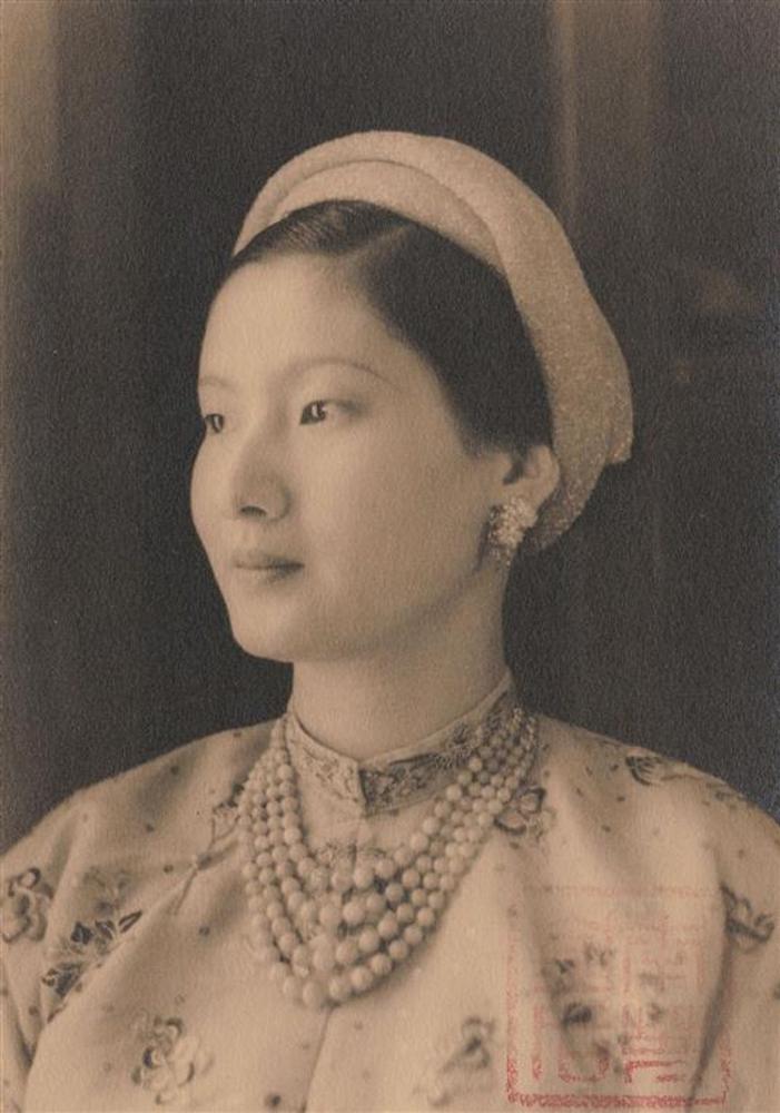 Nam Phương Hoàng Hậu: Người đàn bà phải lòng Dior nhưng phân nửa đời vẫn mực thước với Áo dài-9