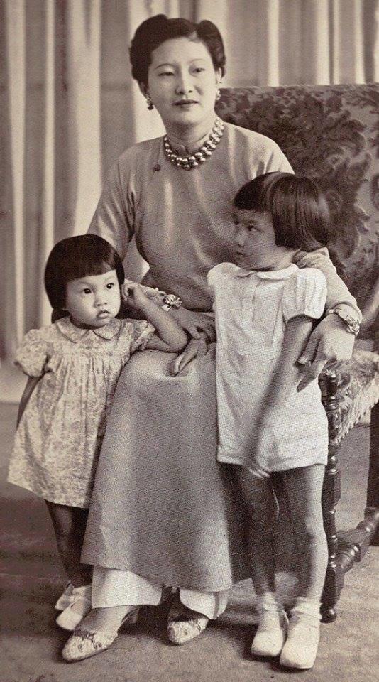 Nam Phương Hoàng Hậu: Người đàn bà phải lòng Dior nhưng phân nửa đời vẫn mực thước với Áo dài-10