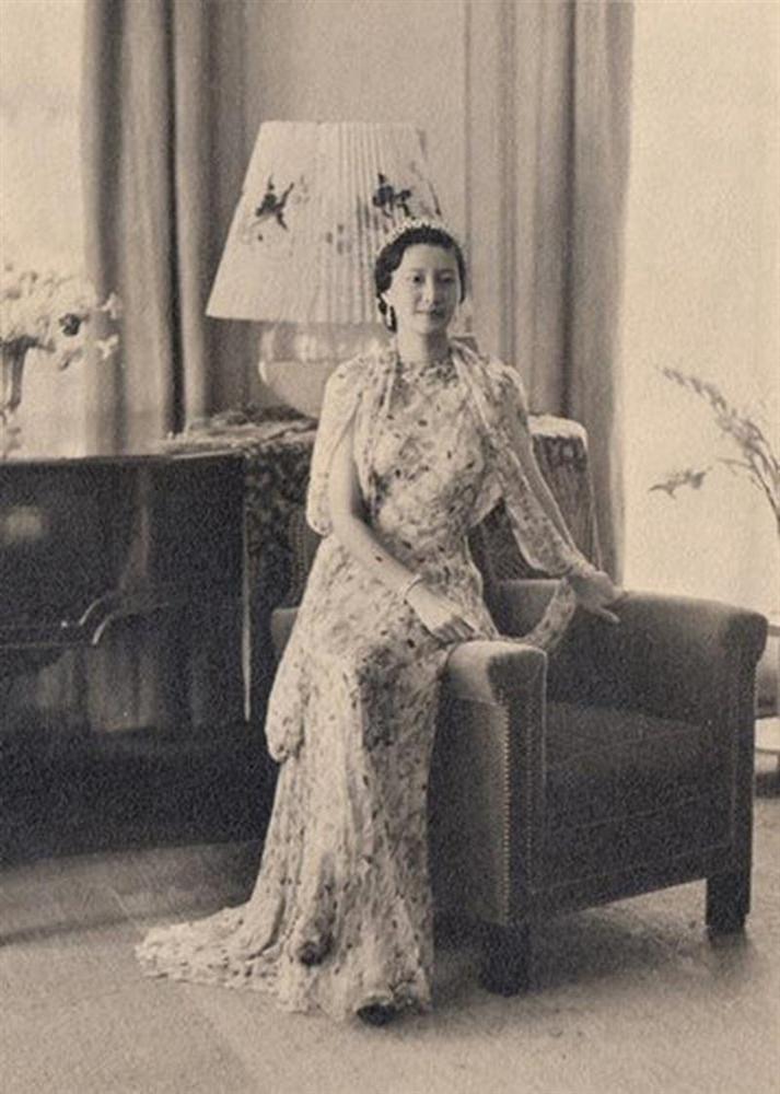 Nam Phương Hoàng Hậu: Người đàn bà phải lòng Dior nhưng phân nửa đời vẫn mực thước với Áo dài-22
