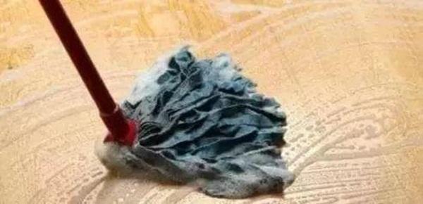 Đừng dùng nước sạch để lau nhà! Dạy bạn một mẹo, sàn nhà sạch kin kít, không còn vết nước hay vi khuẩn-2