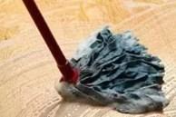 Đừng dùng nước sạch để lau nhà! Dạy bạn một mẹo, sàn nhà sạch kin kít, không còn vết nước hay vi khuẩn
