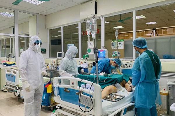 Phi công người Anh đã ngừng dẫn lưu màng phổi, chuẩn bị điều kiện tốt nhất cho ca ghép-1