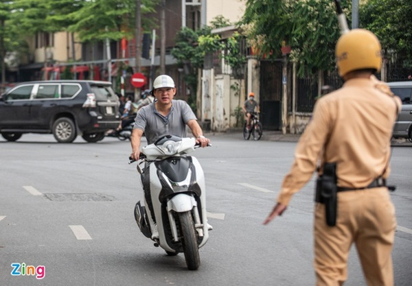 Ai đang bán bảo hiểm xe máy?-1