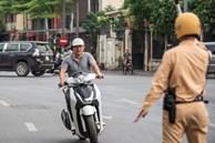 Ai đang bán bảo hiểm xe máy?