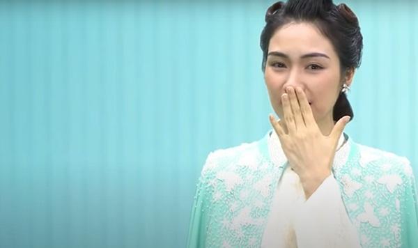 Hòa Minzy: Tôi cầu Nam Phương hoàng hậu rằng Bà ơi, cho con được sống với cảm xúc của bà-3