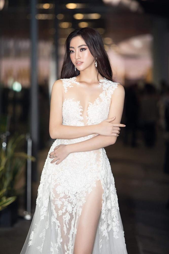 Hoa hậu Lương Thùy Linh diện váy hai dây khoe thềm ngực nõn nà khó cưỡng-8