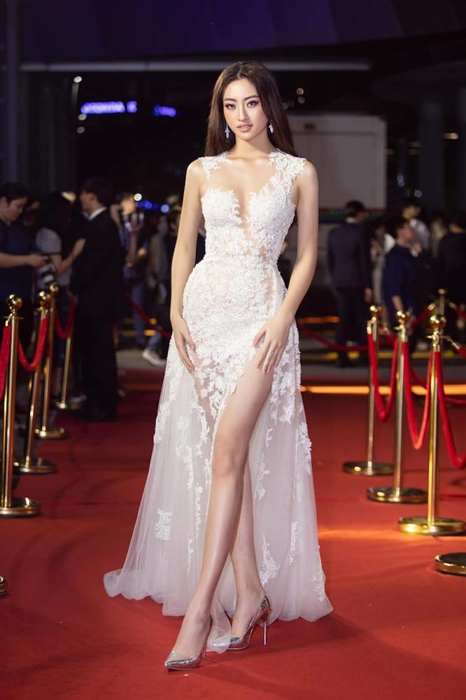 Hoa hậu Lương Thùy Linh diện váy hai dây khoe thềm ngực nõn nà khó cưỡng-9
