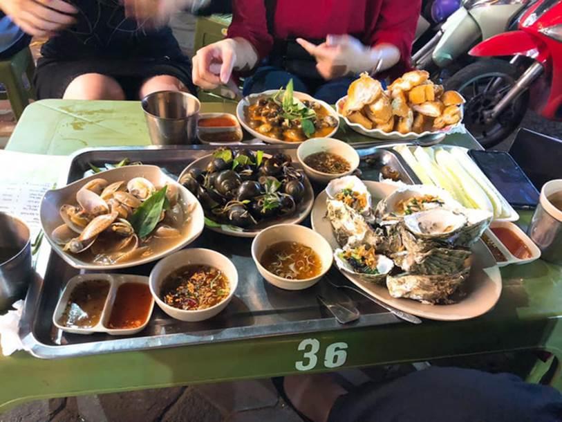 Mất 820k đi ăn ở quán ốc nổi tiếng Hà Nội, cô gái trẻ bức xúc vì thái độ nhân viên hách dịch, xin thêm đồ cậy ốc còn bị quát-2