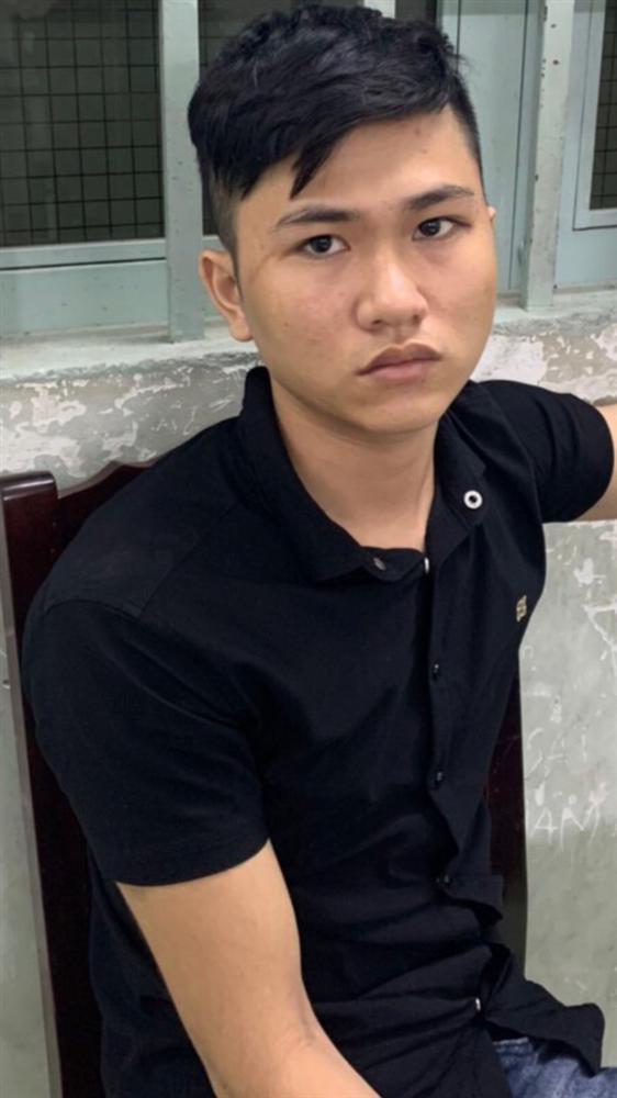 Kẻ nghiện game mượn ĐTDĐ của bạn gái đem cầm rồi đâm nhân viên của tiệm để cướp tài sản ở Sài Gòn-1