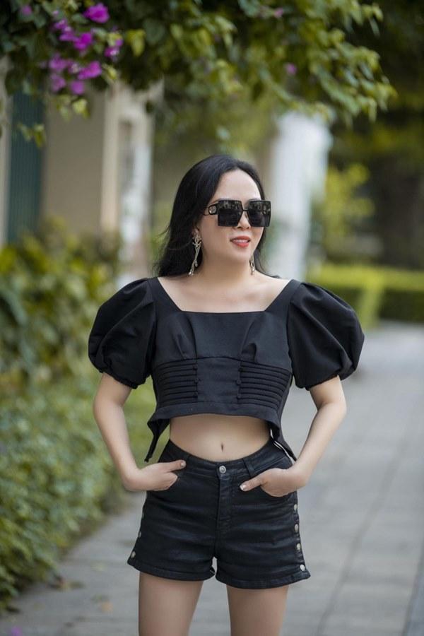 Phượng Chanel liên tục gây chú ý với gu ăn mặc-6