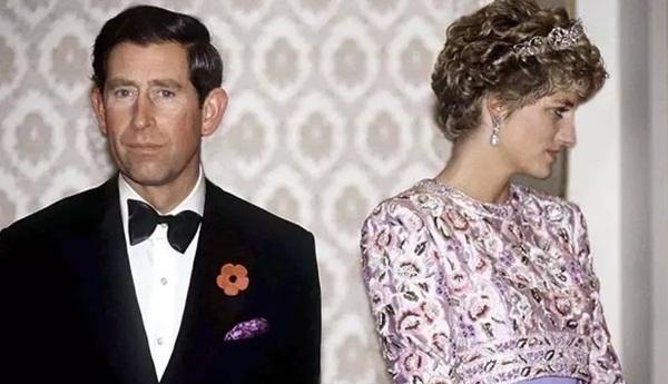 Sự thật phía sau bức ảnh Công nương Diana bật khóc tại sân bay: Cứ ngỡ cuộc chia ly xúc động hóa ra là giây phút biết mình là người thừa-5