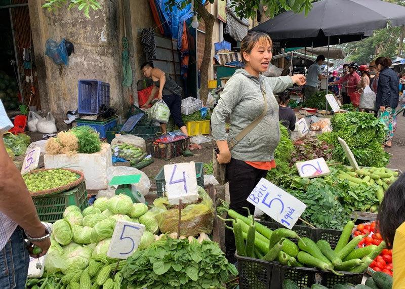 Đi chợ đầu mối, cầm 10.000 đồng đủ rau xanh ăn cả ngày cho gia đình-2