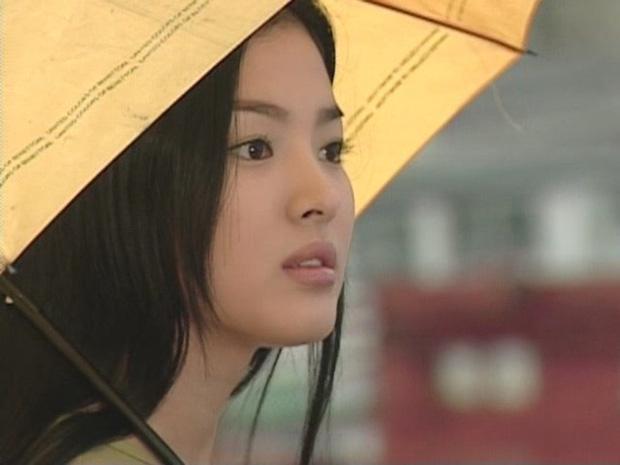 22 tuổi, Song Hye Kyo từng yêu như điên như dại một gã đàn ông đào hoa, chia tay xong đau đớn dằn vặt suy sụp tới mất ăn mất ngủ-1