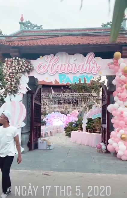 Cô dâu 200 cây vàng ở Nam Định thon gọn ngoạn mục so với lúc bầu, khoe nhan sắc lộng lẫy trong bữa tiệc của con gái đầu lòng-3