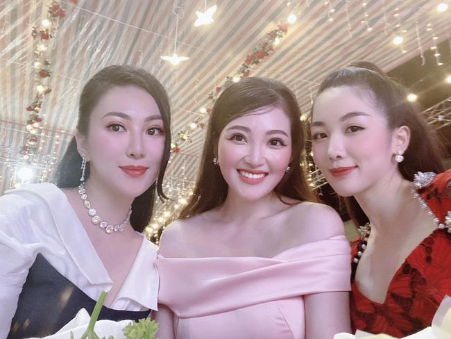 Cô dâu 200 cây vàng ở Nam Định thon gọn ngoạn mục so với lúc bầu, khoe nhan sắc lộng lẫy trong bữa tiệc của con gái đầu lòng-7