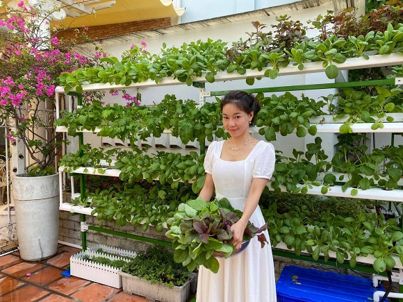 Khám phá vườn rau sạch của vợ chồng đạo diễn của các Hoa hậu Hoàng Nhật Nam-2