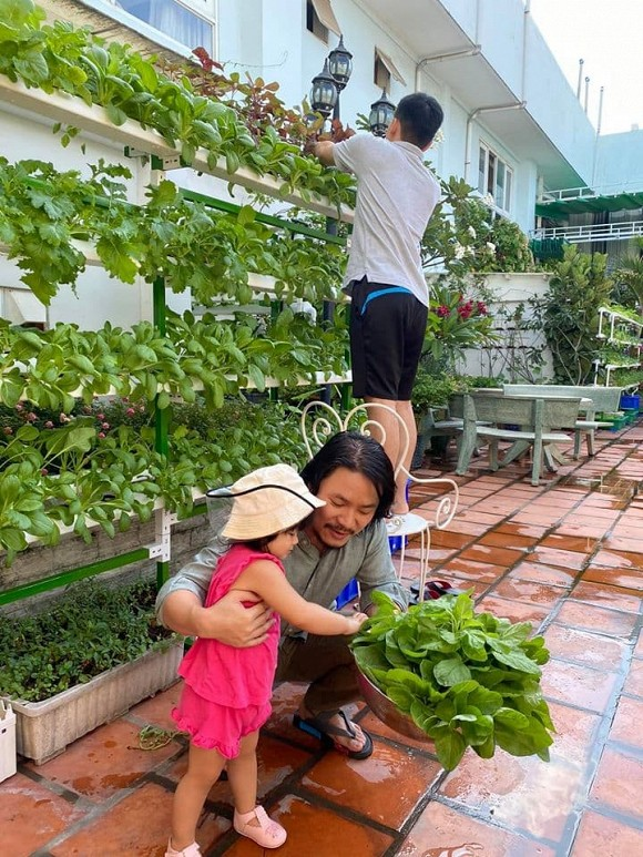 Khám phá vườn rau sạch của vợ chồng đạo diễn của các Hoa hậu Hoàng Nhật Nam-5