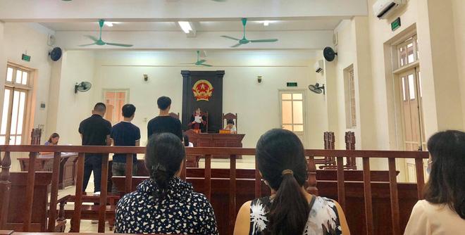 CĐV Nam Định bị phạt tù 4 năm sau vụ bắn pháo hiệu khiến fan nữ bị thương nặng ở sân Hàng Đẫy-2